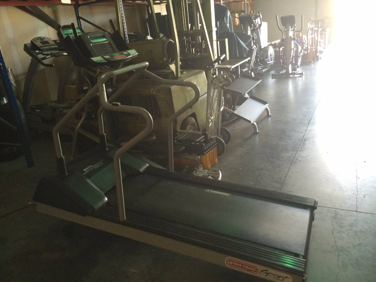 Star Trac 4221 Commercial Treadmill Image