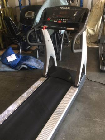 TRUE 825 Commercial Treadmill Image